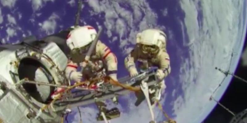 Facebook vysielal naživo z vesmíru a sledovali to milióny ľudí. NASA sa smeje!