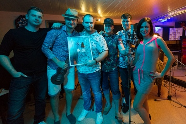 Slováci vytvorili cimbalovú cover verziu známej skladby, s ktorou chcú preraziť na MTV