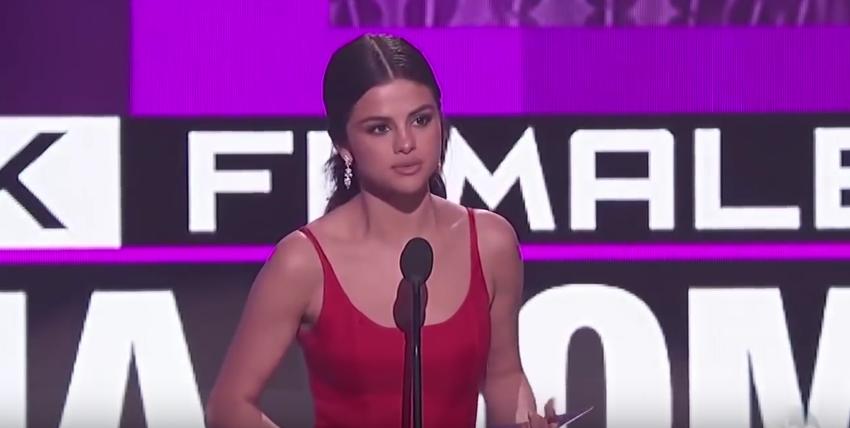 Selena Gomez dojala svojou rečou na AMA 2016 nielen fanúšikov, ale i celebrity!