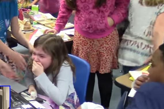 Malá školáčka sa v škole rozplakala po tom, ako videla svojho otca na Skype. Skutočný šok však zažila až neskôr!