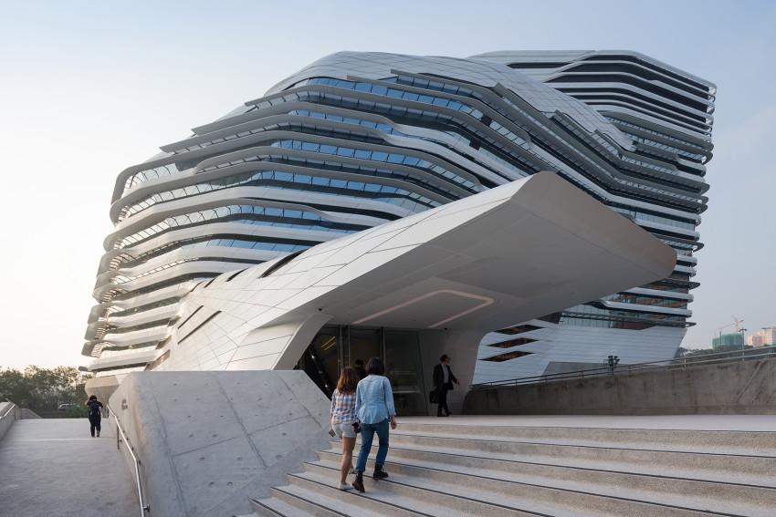 V Hong Kongu sídli škola s futuristickým dizajnom, čím si získava kopu študentov. Vitajte na hongkongskej Polytechnickej univerzite