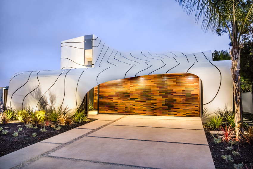 Táto luxusná rezidencia oslovuje nejedného priaznivca modernej architektúry. Je totiž tvorená s motívom vĺn
