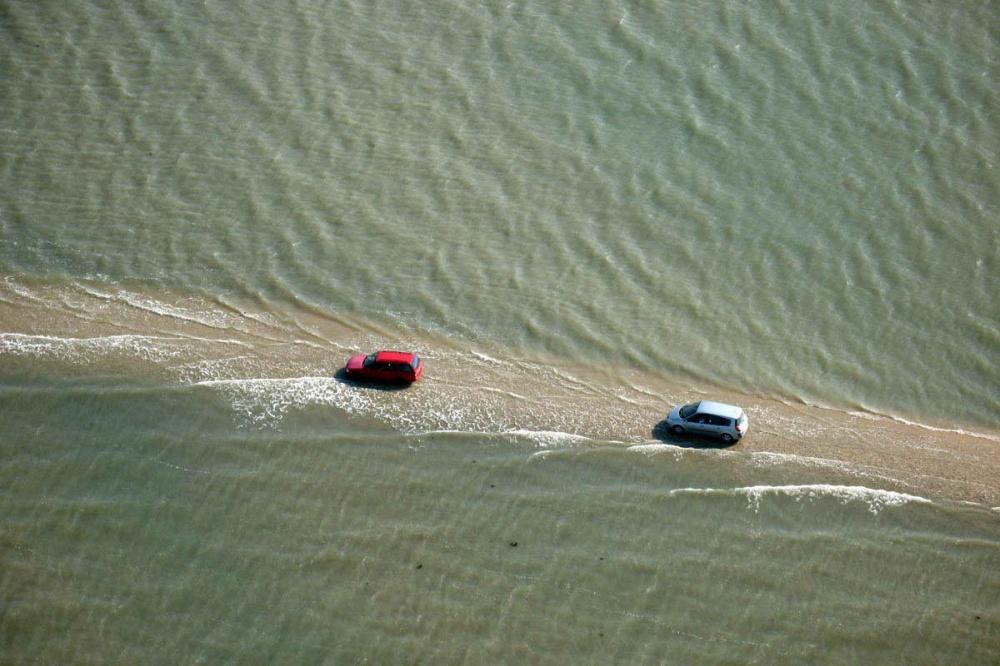 Cesta, ktorú voda zaplavuje až dvakrát za deň. Vodiči, trúfli by ste si ju prejsť?