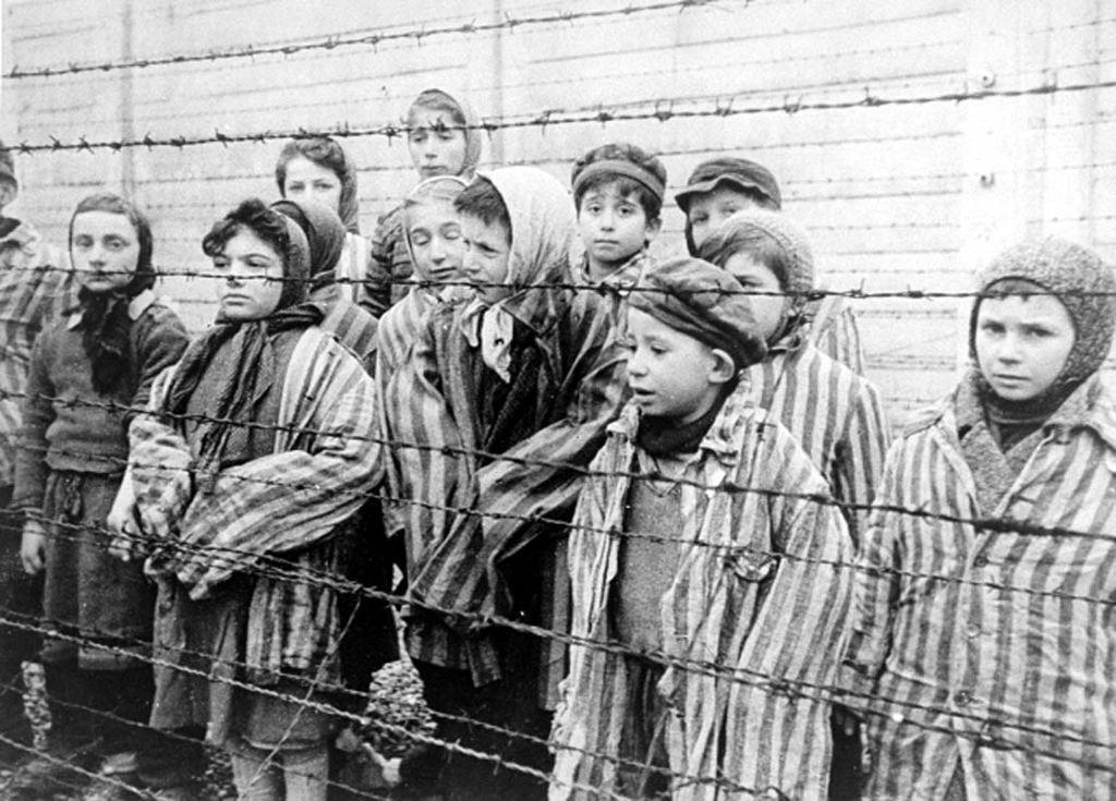 Holokaust bez pochýb patrí medzi najtemnejšiu históriu ľudstva. Mnohí ho však popierajú. Zisti, aké zvrátenosti sa diali počas 2. SV