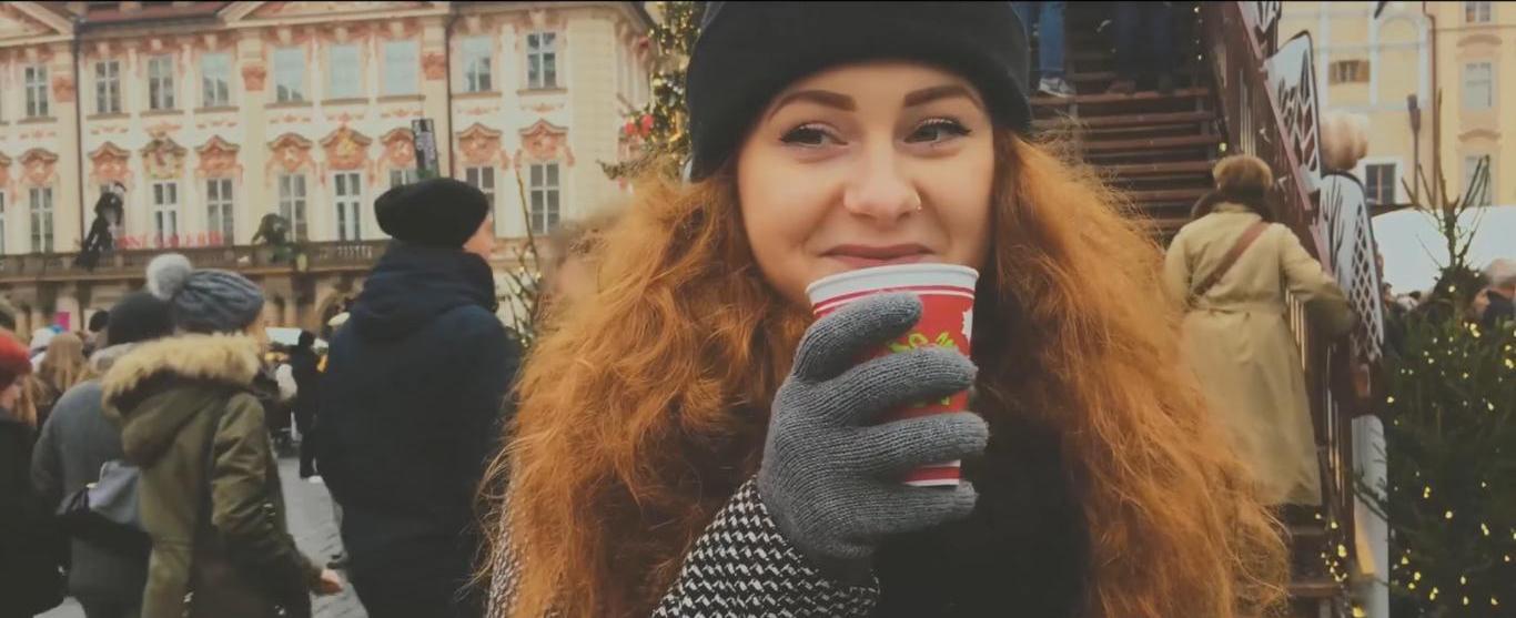 Mladá Slovenka spojila známe vianočné hity do jedného skvelého coveru!