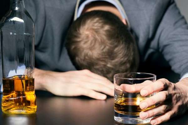 Tvrdia o tebe ostatní, že si alkoholik? Odpovedz na tieto 4 jednoduché otázky a uvidíš, či majú pravdu!