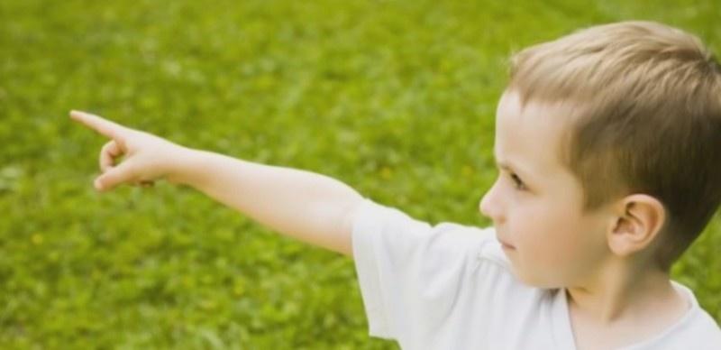 3-ročný chlapček šokoval rodičov výrokom, že vie, kto ho zabil a kde je ukryté telo! Pod hromadou kamenia našli niečo neuveriteľné