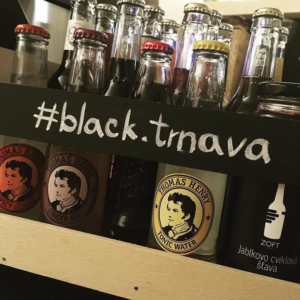Študenti z Trnavy si otvorili krásnu kaviareň. Nesie sa v duchu minimalizmu, kvality a štýlu
