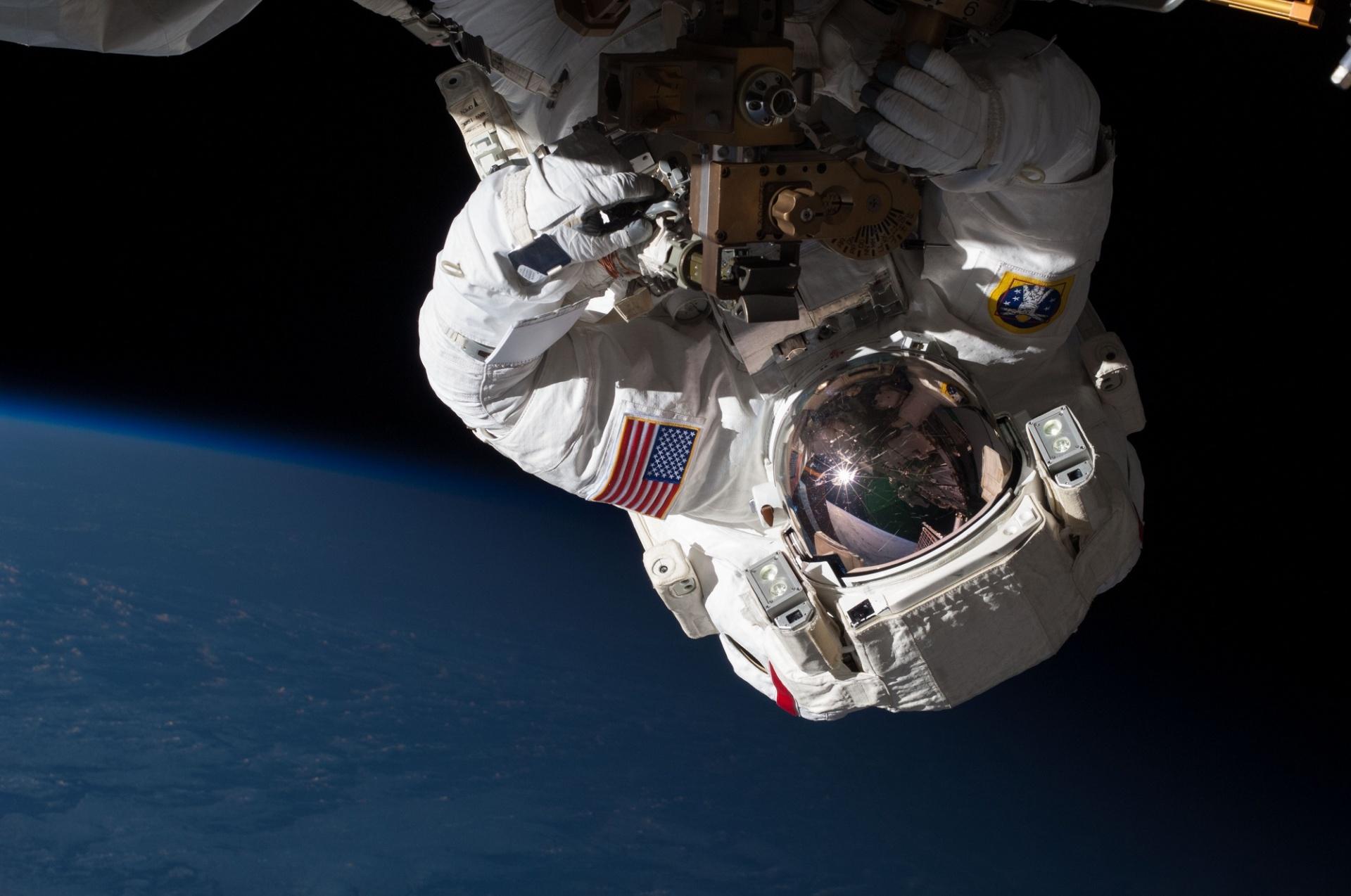 Zhúlení astronauti?! Možno už čoskoro, pretože marihuana by im mohla zachrániť život