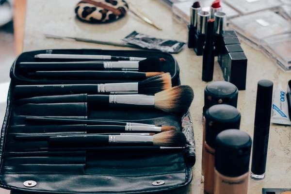 Viete, ako si vybrať správny odtieň make-upu? Zabudnúť by ste mali na jeho skúšanie na dlaň či tvár!