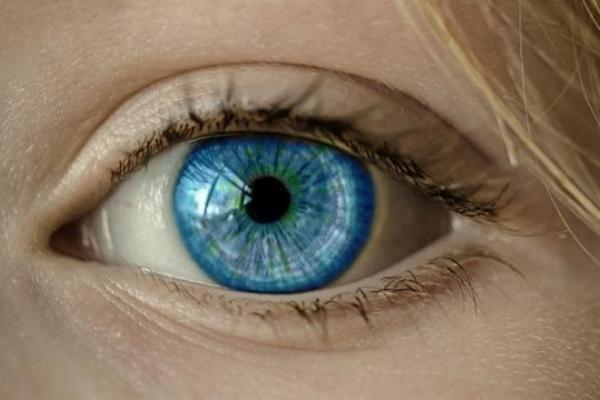 Vieš, čo signalizuje tik v oku?