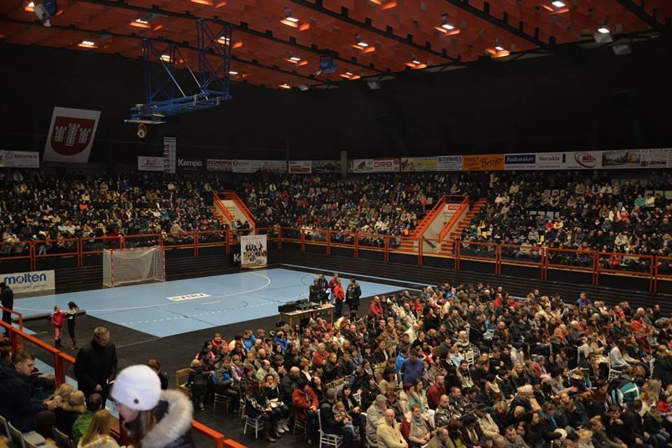 Kollárovci vypredali športovú halu v Považskej Bystrici. A majú pre nás novinku!