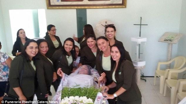Brazílčanka si vystrojila vlastný pohreb. Aké boli jej pocity z tohto dňa?!