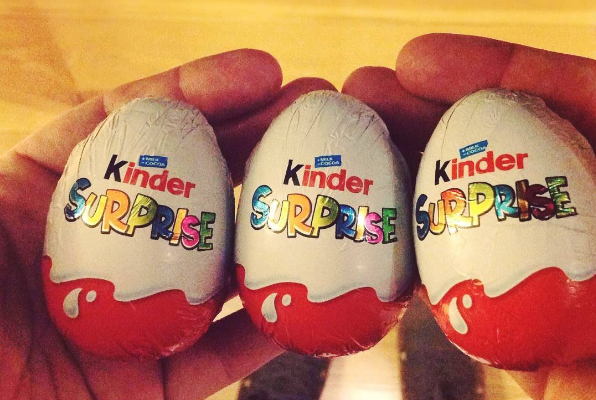 Synovi kúpila vajíčko Kinder Surprise. To, čo objavila vo vnútri bolo skutočne prekvapivé a desivé