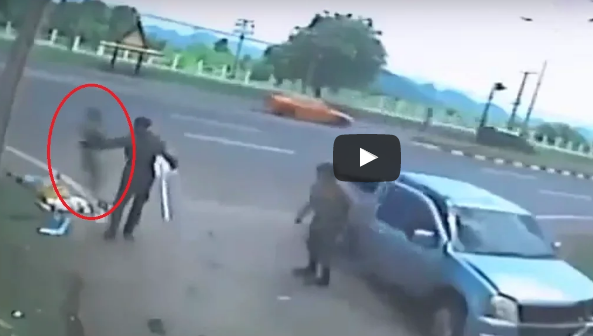 Zábery, z ktorých mrazí: Priemyselná kamera zachytila smrteľnú autonehodu, pri ktorej duša opustila mŕtve telo