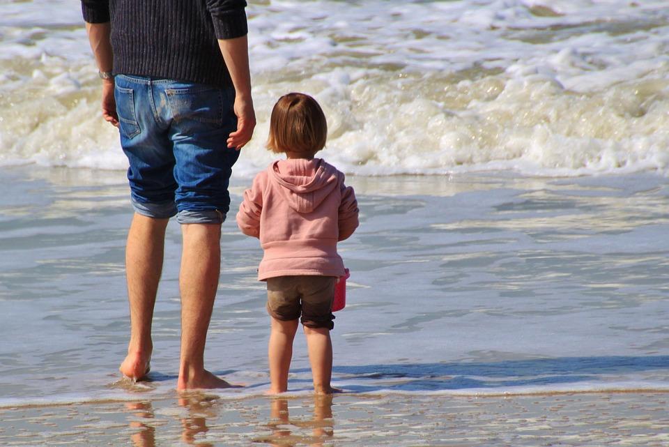 Vedci vymysleli nosový sprej, ktorý by mal otcom pomôcť nadviazať pevnejšie puto so svojimi deťmi!
