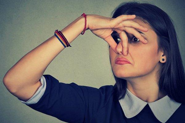 Aj telesný pach môže upozorniť na vážne zdravotné problémy. Toto je 5 z nich!