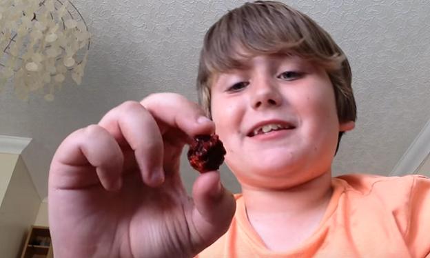 9-ročný chlapec sa rozhodol zjesť chilli papričku. Sleduj, ako to dopadlo