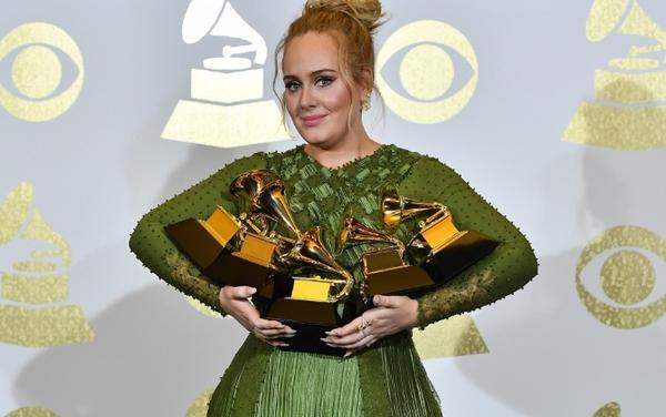 V týchto róbach zahviezdili najväčšie hollywoodské krásky na odovzdávaní Grammy Awards. Najviac šokovala Lady Gaga