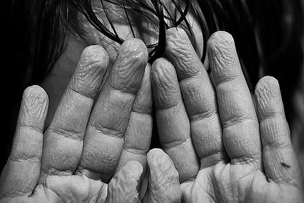 Rozmýšľali ste niekedy nad tým, prečo máte po kúpaní čiarky na prstoch? Vieme, čo za to môže!