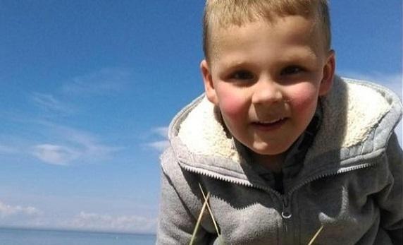Len 5-ročný chlapček umrel na zlyhanie srdca. Uštval ho otčim
