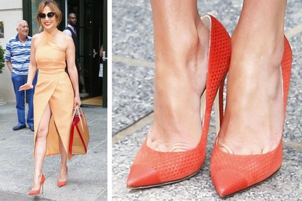 Viete o tom, že celebrity nosia o číslo väčšie topánky? Dôvod je veľmi dobrý a odteraz to budete robiť zaručene aj vy!