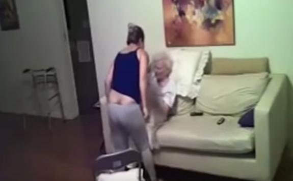 Jej matka prežívala pri opatrovateľke hotové peklo! Odhalila to kamera