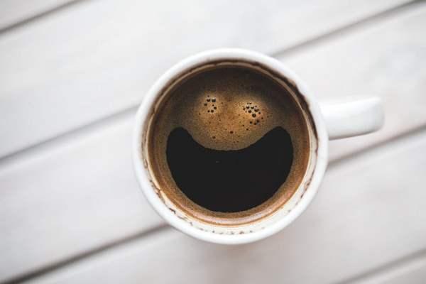 Pijete kávu? Možno preto ste šťastnejší!