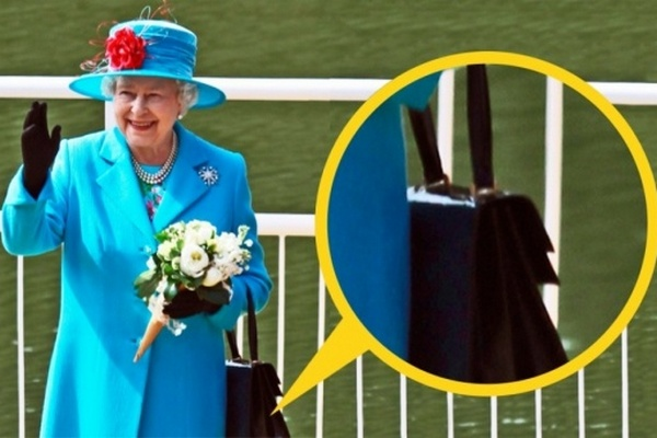 Kráľovské tajomstvo odhalené! Tieto tajné signály vysiela kráľovná Alžbeta  nosením kabelky 7a63abef825