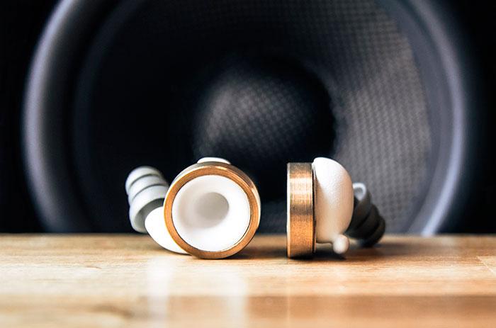 Knops: Novinka v podobe štuplov do uší, ktoré ti umožnia ztlmiť či zosilniť hlasitosť okolia