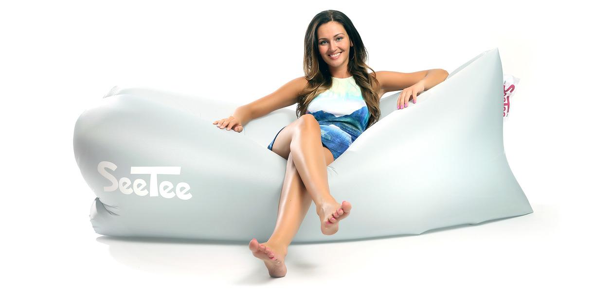 Túžite po pohodlnej prenosnej sedačke? Nafukovací vak SeeTee vám dokonale uspokojí tieto chúťky