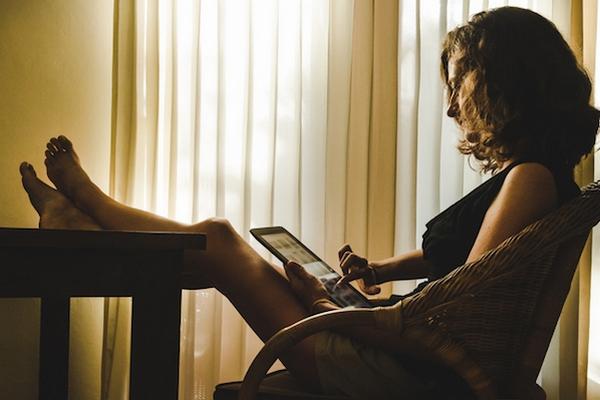 Patríš k tým, ktorý sa o všetko delia s priateľmi na sociálnych sieťach? Kvôli týmto 5 dôvodom by si to nemal robiť!