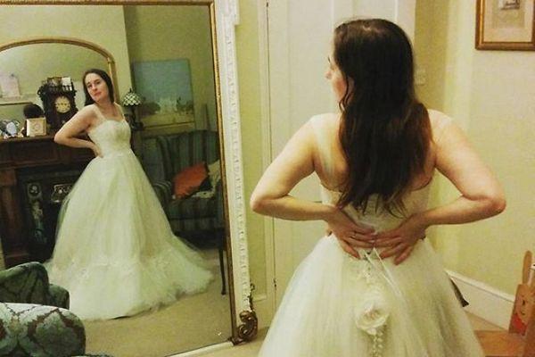 Umelci vdýchli nový život svadobným šatám. Ich výroba trvala 61 hodín, ale výsledok stojí za to!