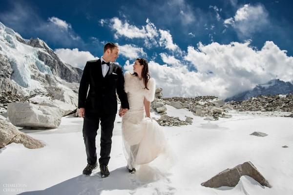 Snúbenci si svoje ÁNO povedali na Mount Evereste. Po prezretí ich svadobných fotiek, zatúžiš po svadbe v horách aj ty