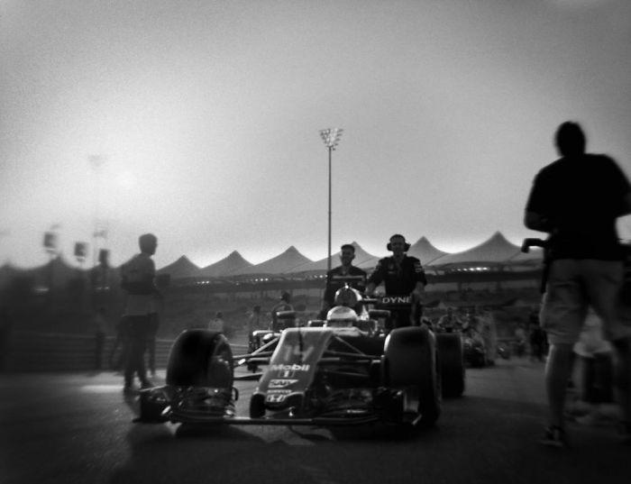 Fotograf použil 104 rokov starý fotoaparát na zachytenie záberov Formuly 1. Tie sú krajšie ako z novodobej techniky