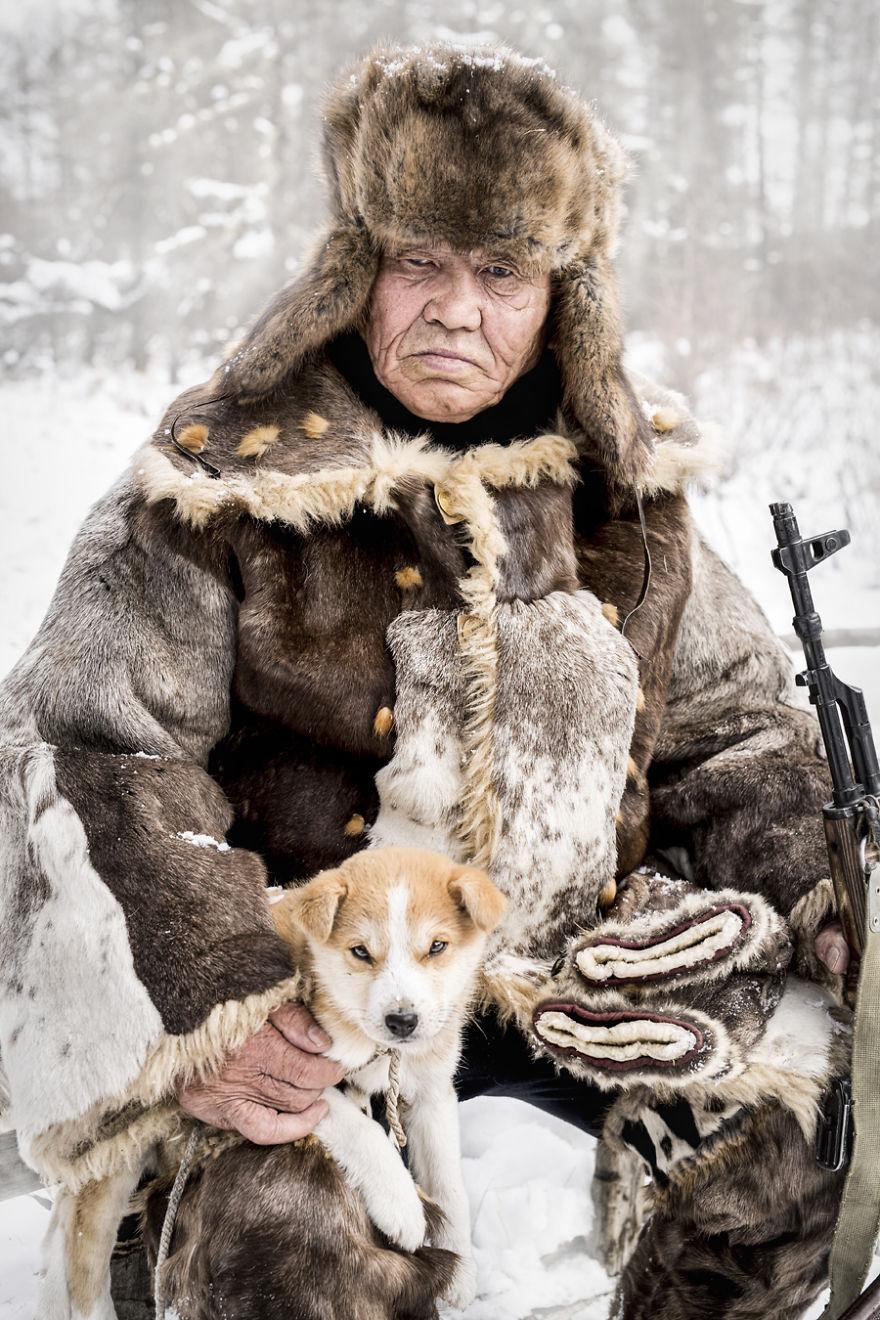 """Alexander Khimushin: Muž, ktorý precestoval 25-tisíc kilometrov po Sibíri, aby zachytil tváre """"typických"""" obyvateľov odľahlej krajiny"""