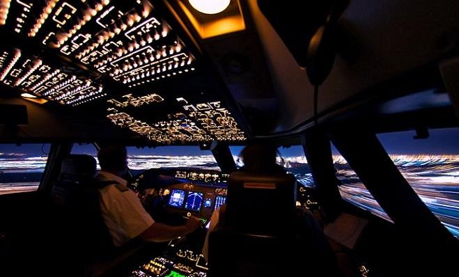 Piloti sa pochválili snímkami z kokpitu. Z unikátnych záberov ti pádne sánka