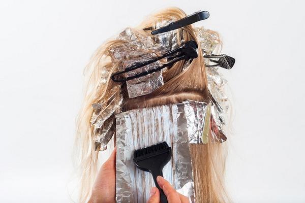 Na týchto 10 otázok si odpovedz skôr, ako si nafarbíš vlasy. Predídeš tým KATASTROFE!