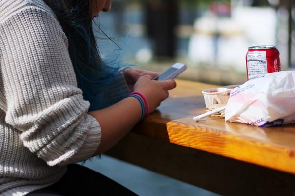 5 správ, ktoré môžeš napísať chalanovi, ak sa ti neozval