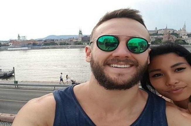 Zaľúbený pár sa rozhodol spraviť si selfie. Keď ale zbadali výsledok, ostali v poriadnom šoku