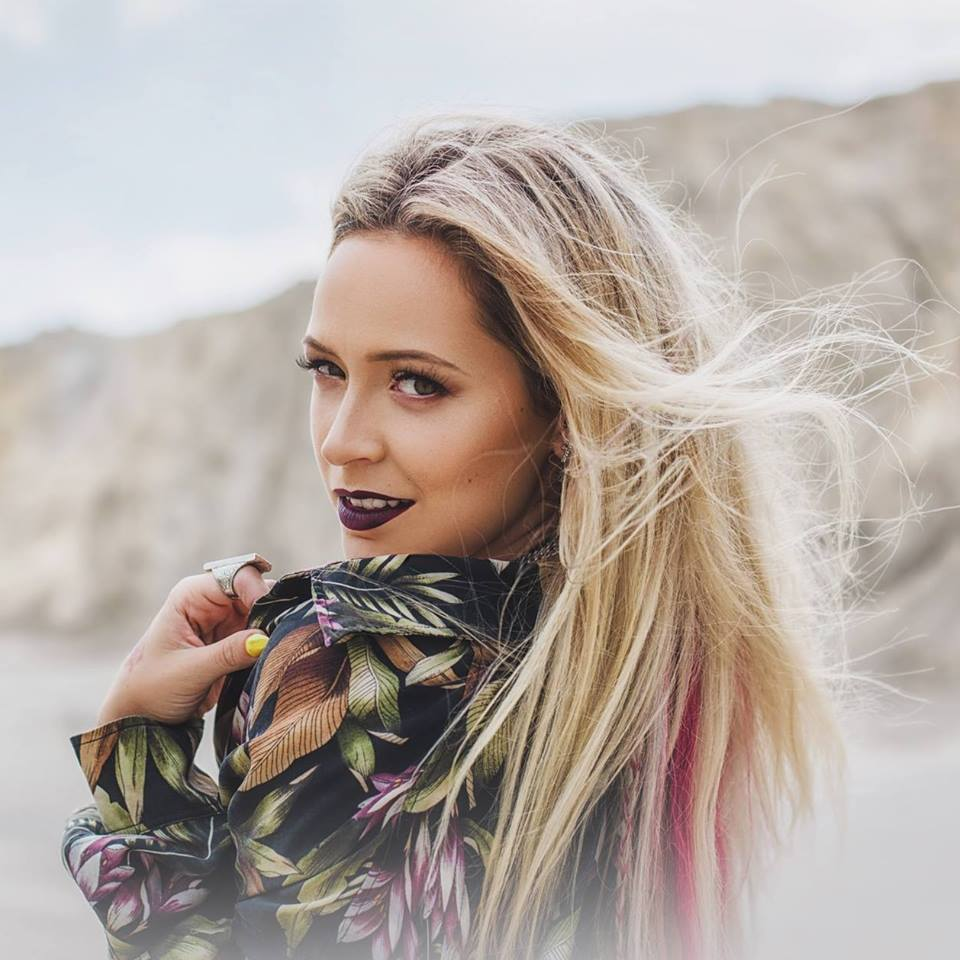 Dominika Mirgová naspievala skladbu so svojím otcom, prosí v nej: Zober ma tam!