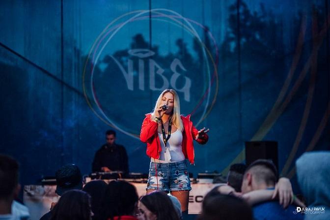 Druhý ročník VIBE festivalu sa niesol v znamení dažďa a skvelých koncertov