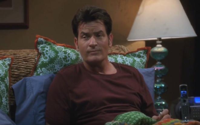 Búrlivák a sukničkár Charlie Sheen prekvapuje: Objaví sa v novom filme, ktorého žáner ťa šokuje