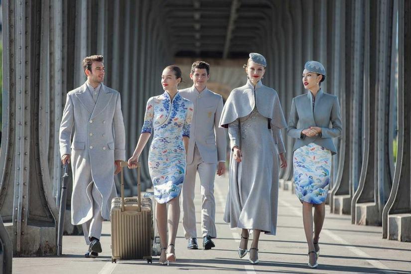 Čína zahanbila ostatné letecké spoločnosti. Môže za to nový štýl obliekania, z ktorého vám padne sánka