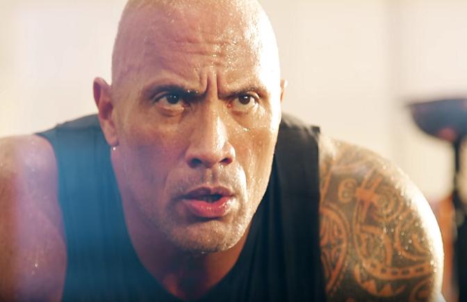 The Rock na ceste stretol svojho fanúšika, ktorý ho poprosil o spoločné selfie! Sleduj, ako herec reagoval