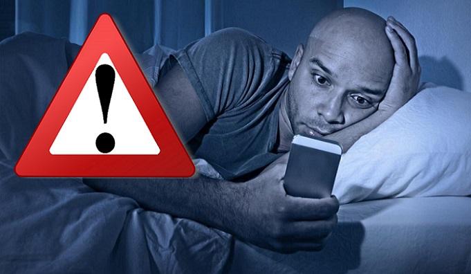 Zvykneš pozerať péčko na svojom mobile? Mal by si s tým okamžite prestať, inak ťa môžu čakať poriadne nepríjemnosti