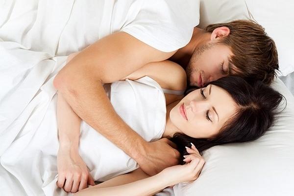 Týchto 11 vecí robia šťastné páry pred spaním! V koľkých sa nájdeš aj ty?