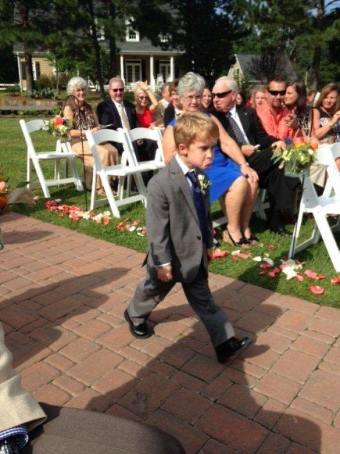 Toto sú najkurióznejšie fotografie detí na svadbách. Výber vás (možno) pobaví