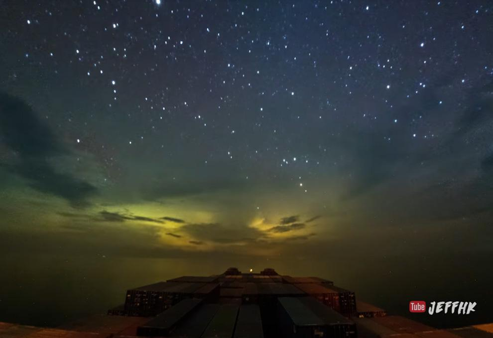 Neuveriteľná nádhera! Toto je 30-dňová cesta nákladnej lode, ktorá sa plaví oceánom v 10 minútovom videu