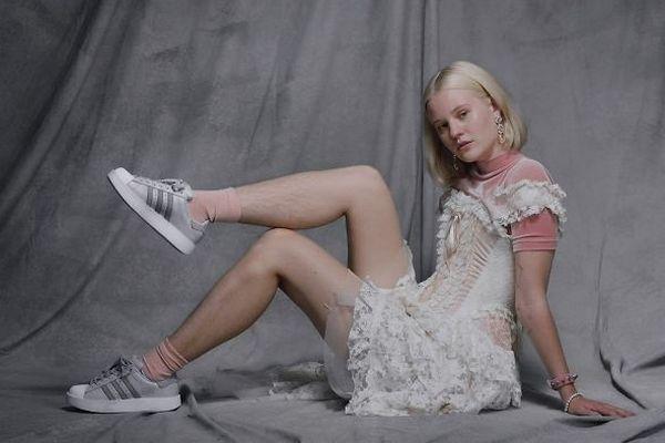 Zahraničná modelka si rozhnevala tisíce ľudí. V reklame pre Adidas sa totiž objavila s chlpatými nohami!
